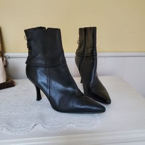 Apostrophe leather boots